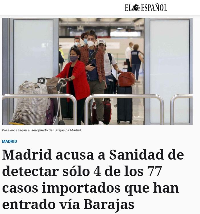 Pasajeros llegando al aeropuerto madrileño de Barajas