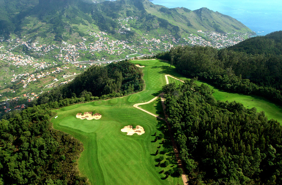 Practicando golf en Madeira