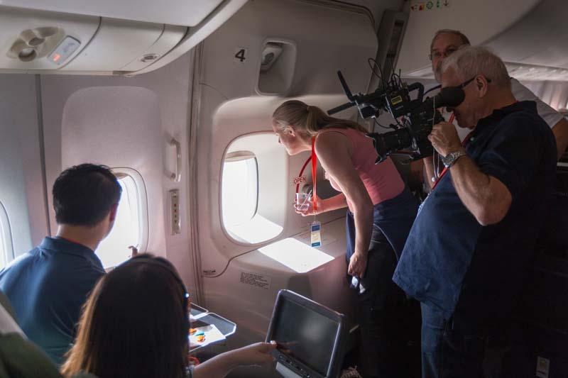 Pasajeros admirando la Antártida desde avión de Qantas
