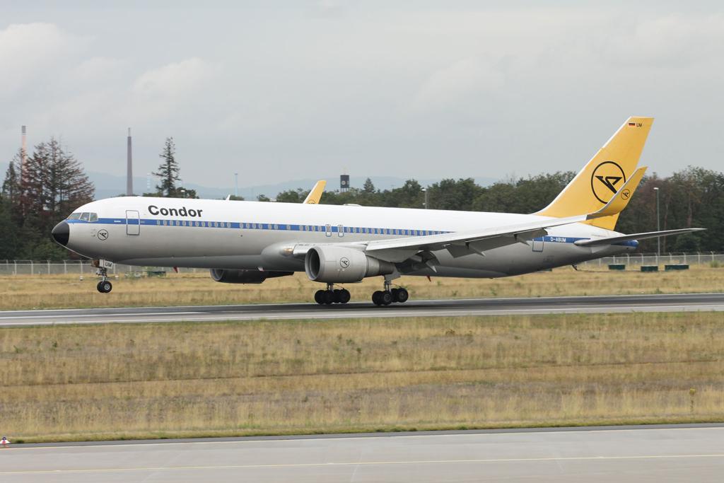 Boeing 767 de Condor decorado al estilo retro