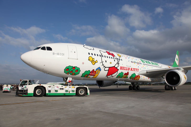 Avión de Eva Air decorado con caricaturas