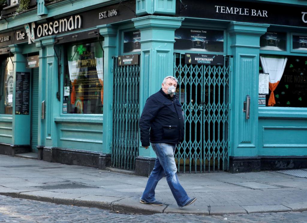 Pub típico de Irlanda cerrado
