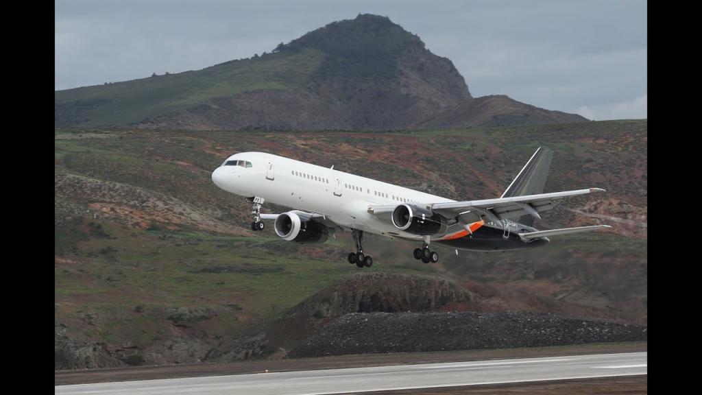 Boeing 757 aterriza en la isla de Santa Elena