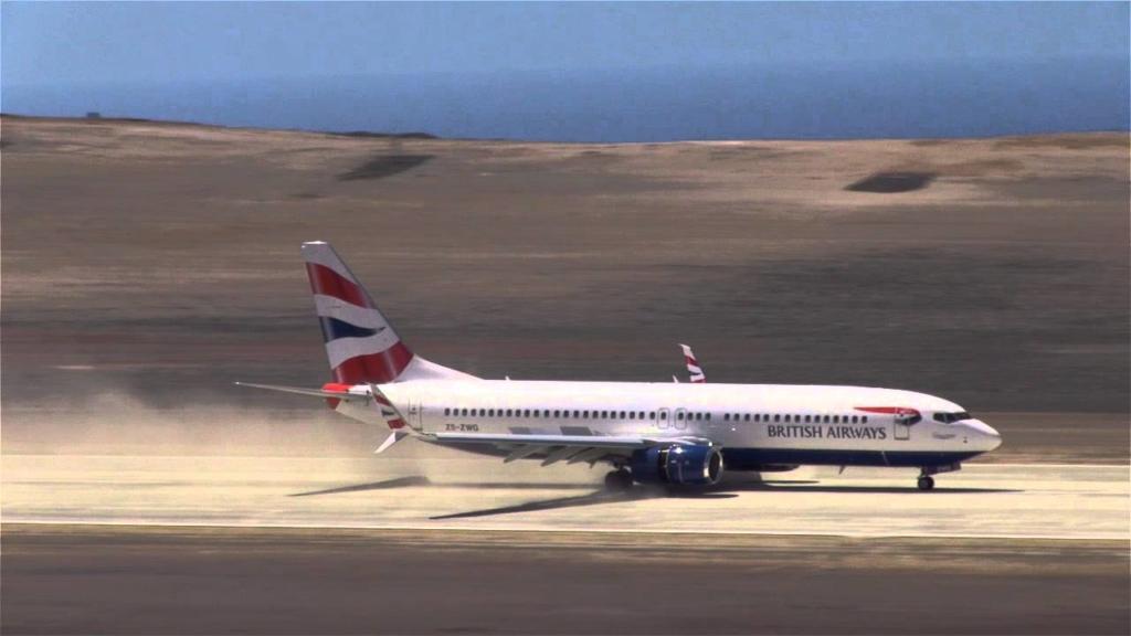 Avión de Comair aterrizando en Santa Elena