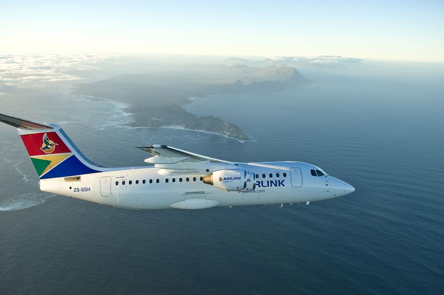 Avión de Airlink aterrizando en Santa Elena