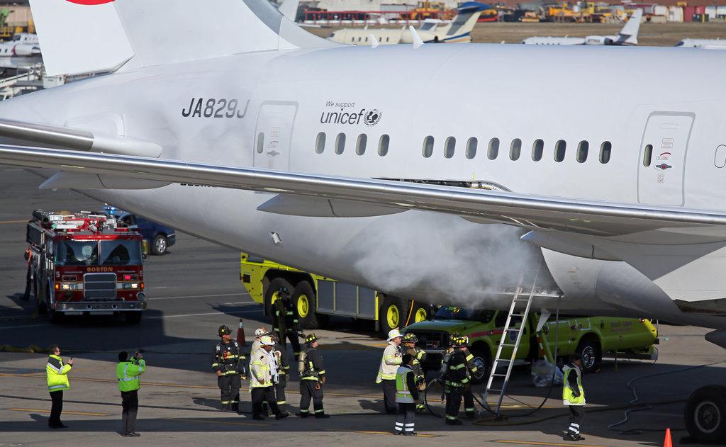 Fuego en un Boeing 787 de la aerolínea JAL
