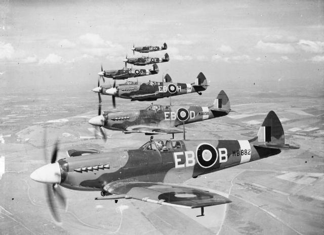 Spitfires en formación durante la II Guerra Mundial