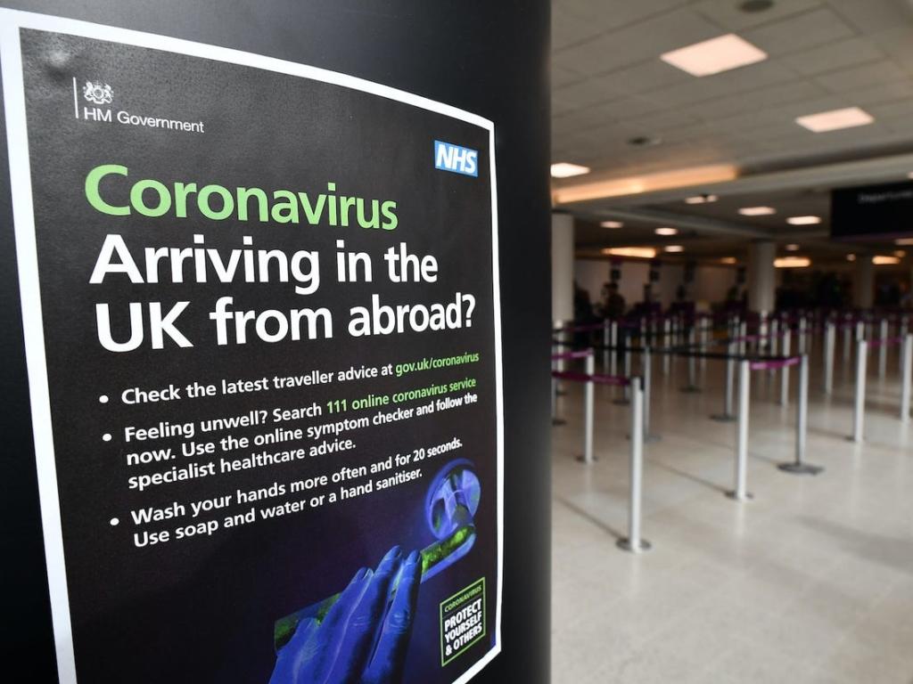 Cartel sanitario en el aeropuerto de Heathrow, Londres