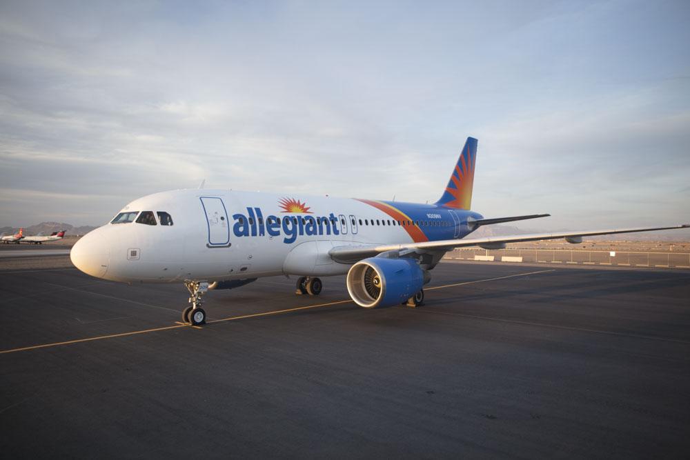 Noticias de aerolíneas. Avión de Allegiant
