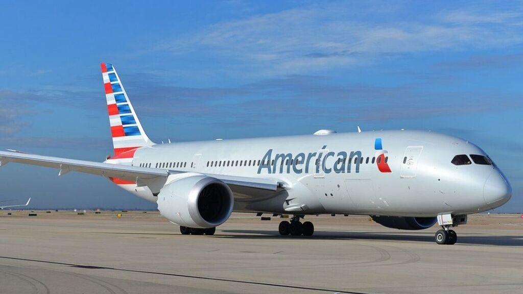 Noticias de aerolíneas. Avión de American Airlines