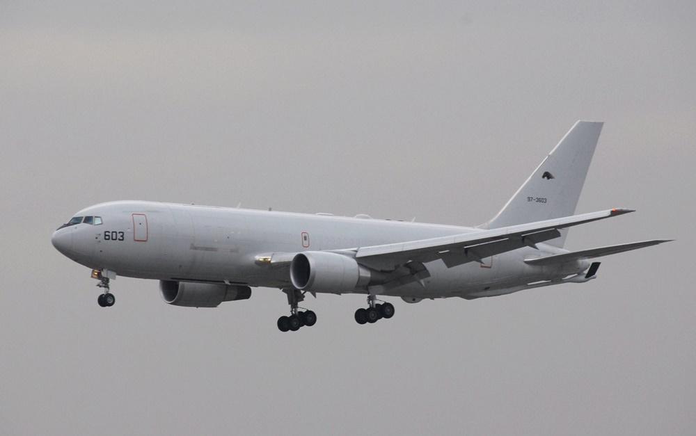 Avión militar KC-767