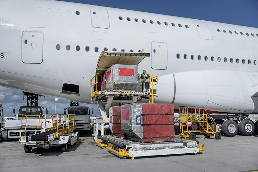 Airbus A380 de pasajeros transportando mercancías