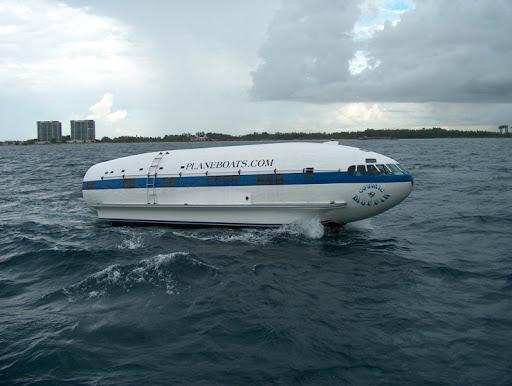 Boeing 302 reconvertido en embarcación