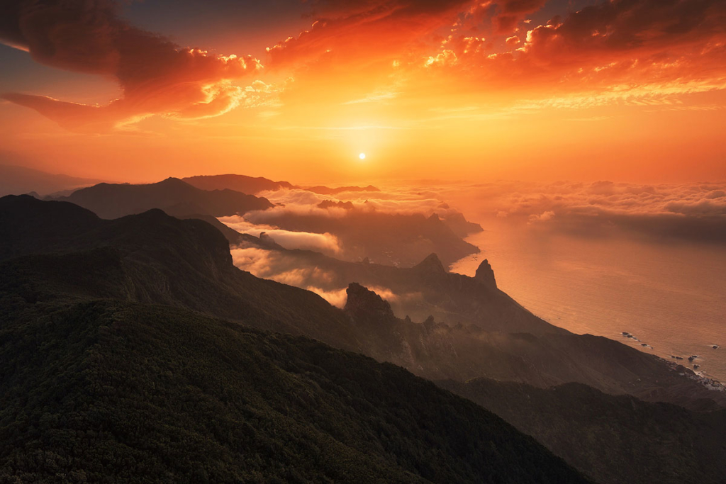 Noticias de aerolíneas. Canarias vista desde el aire al atardecer