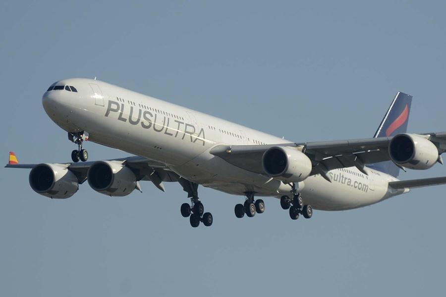 Noticias de aerolíneas. Noticias de turismo. Airbus A340 de Plus Ultra