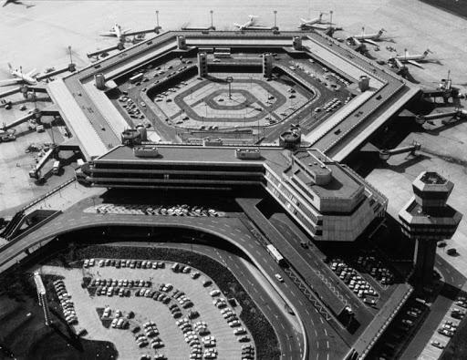 Noticias de aeropuertos. Noticias de aviones. Aeropuerto de Tegel en Berlín, en los años 70