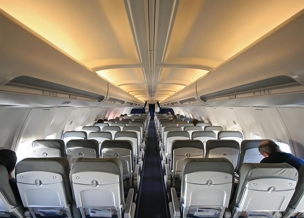 Noticias de aerolíneas. Noticias de aviones. Interior de la cabina de un avión