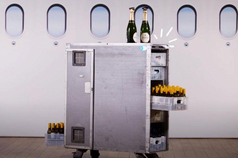 Noticias de aerolíneas. Carritos de bebidas de los Boeing 747 de Qantas