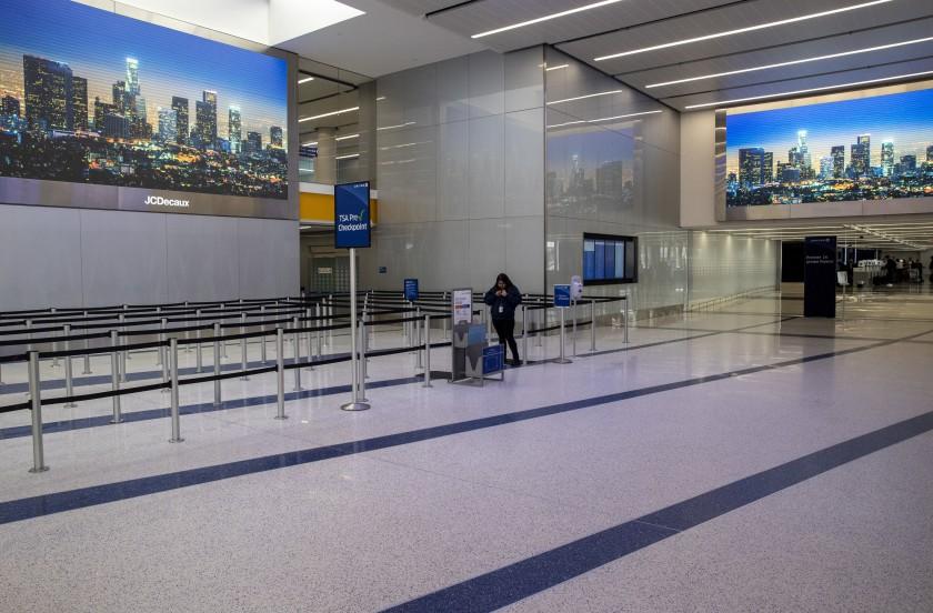 Noticias de aerolíneas. Aeropuerto de Los Angeles prácticamente vacío.