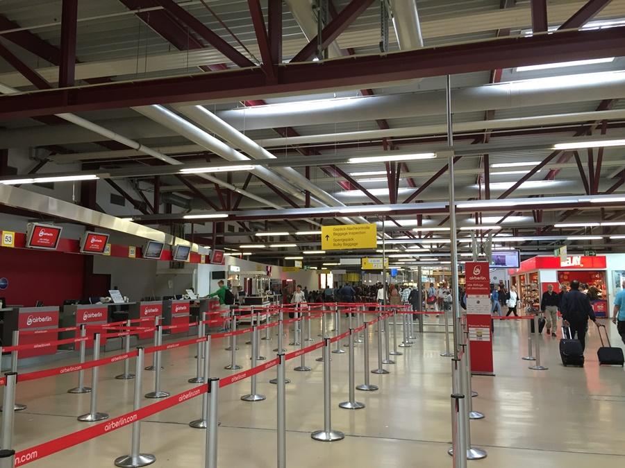 Noticias de aeropuertos. Noticias de aviones. Terminal C en aeropuerto de Tegel, Berlín.