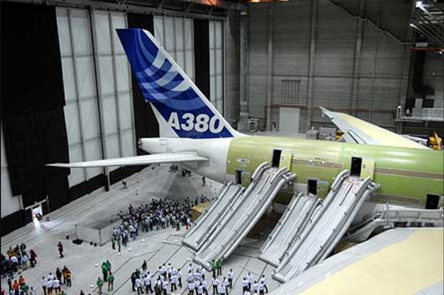 Noticias de aviones. Noticias de aerolíneas. Evacuación del primer Airbus A380