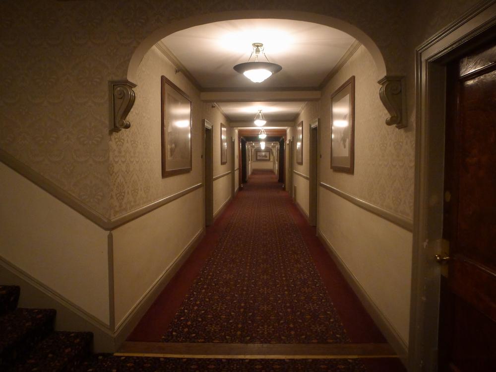 Noticias de hoteles. Noticias de turismo. Pasillo del Stanley Hotel en Colorado
