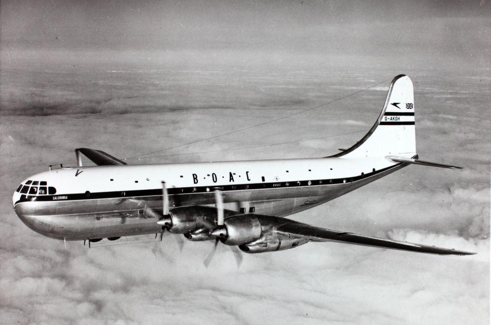 Noticias de aerolíneas. Noticias de aviones. Boeing 377 de BOAC