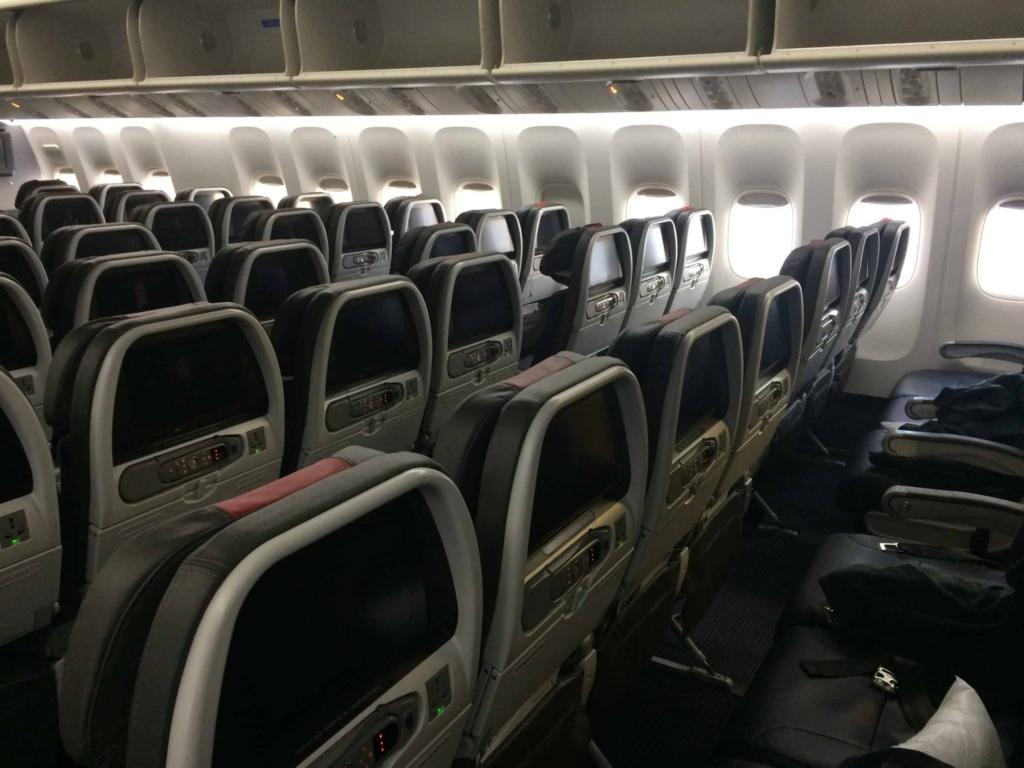 Noticias de aerolíneas. Noticias de turismo. Interior de cabina de Boeing 777 de American Airlines