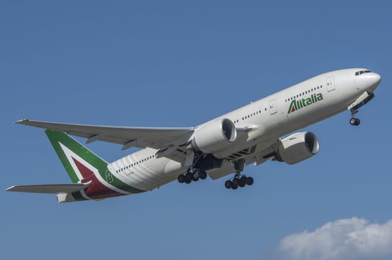 Noticias de aerolíneas. Noticias de turismo. Avión de Alitalia