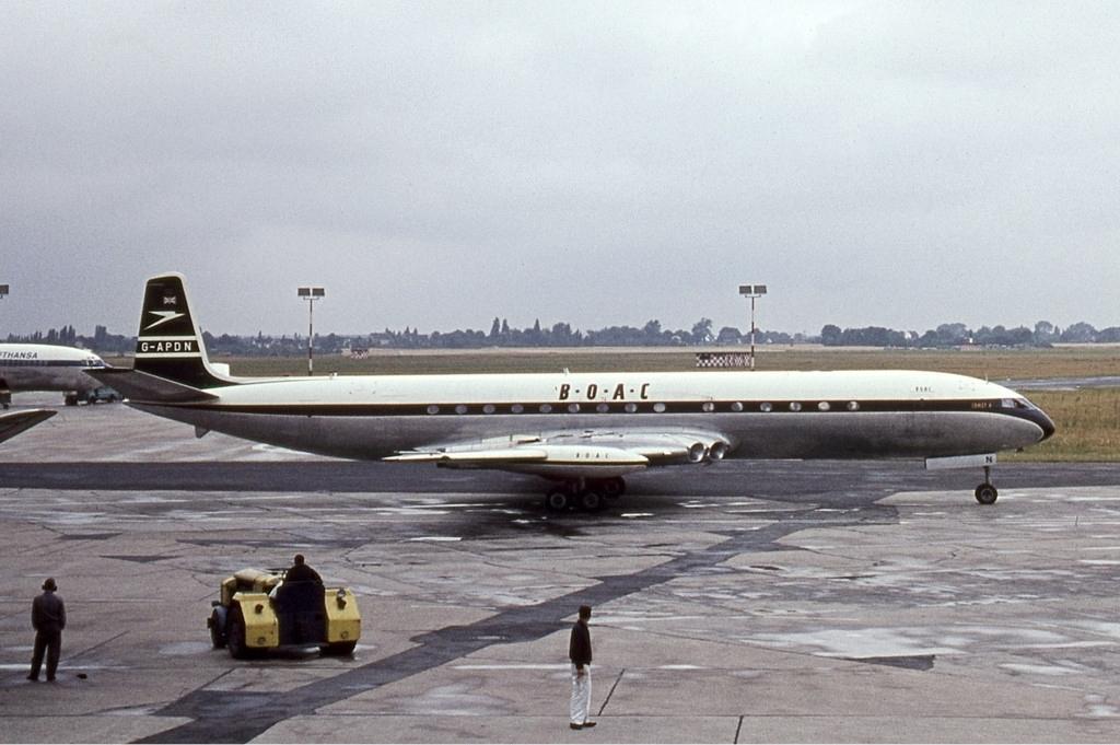 Noticias de aerolíneas. Noticias de aviones. Comet 4 de la flota de la aerolínea inglesa BOAC