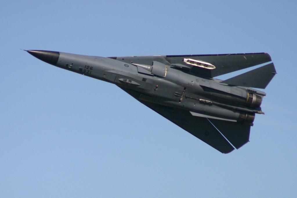Noticias de aerolíneas. Noticias de aviones. Caza F-111