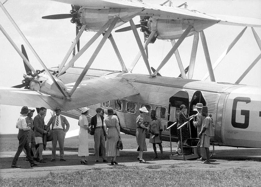 Noticias de aerolíneas. Noticias de aviones. Pasajeros embarcando en un Handley Page en los años 30