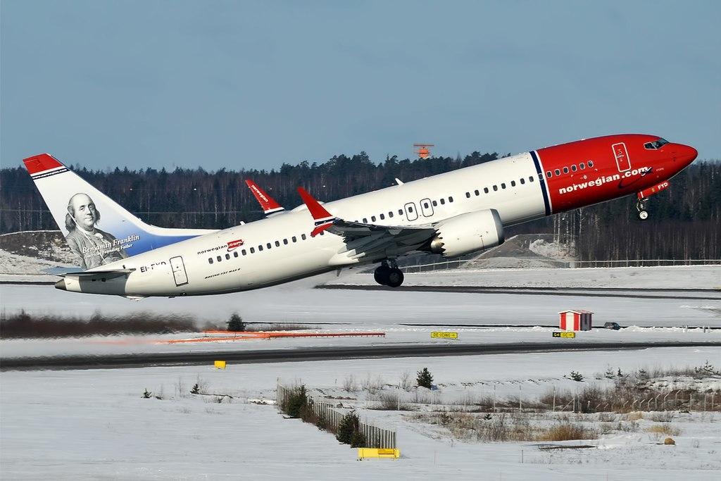 Noticias de aerolíneas. Boeing 737MAX de la compañía aérea Norwegian