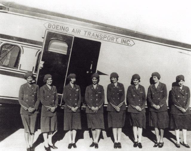 Noticias de aerolíneas. Noticias de aviones. Primeas azafatas de vuelo de la historia.