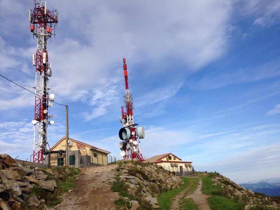 Noticias de aerolíneas. Noticias de aviones. Antenas en el monte Oiz, Bilbao