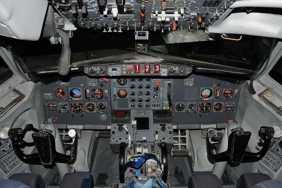 Noticias de aviones. Noticias de aerolíneas. Cabina del Boeing 727