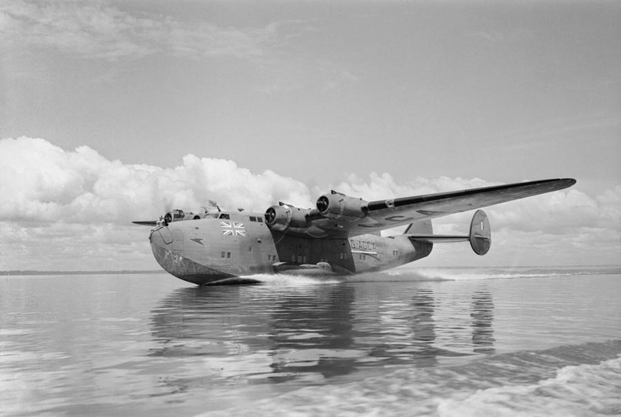 Noticias de aerolíneas. Noticias de aviones. Avión British Short Empire de la compañía inglesa BOAC