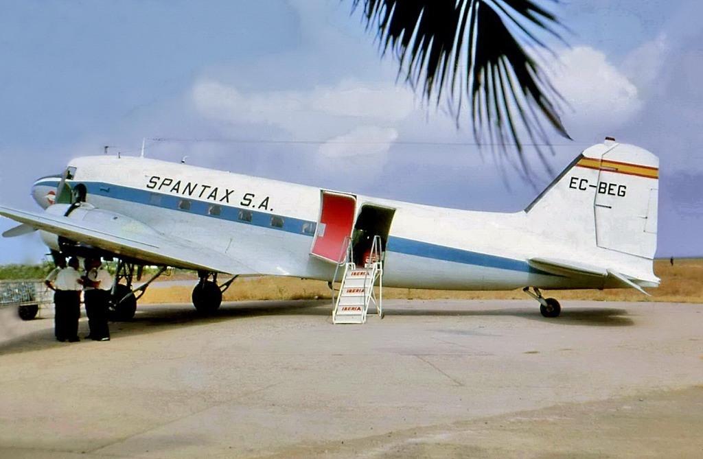 Noticias de aerolíneas. Noticias de aviones. DC-3 de la compañía Spantax