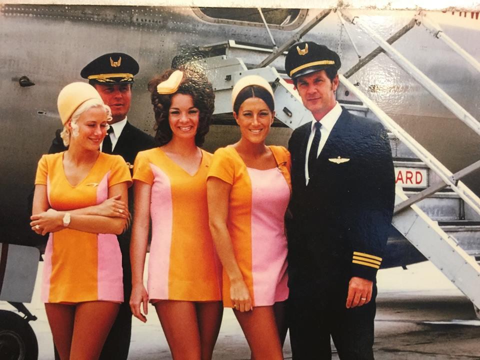 Noticias de aerolíneas. Noticias de aviones. Azafatas en los años 70.