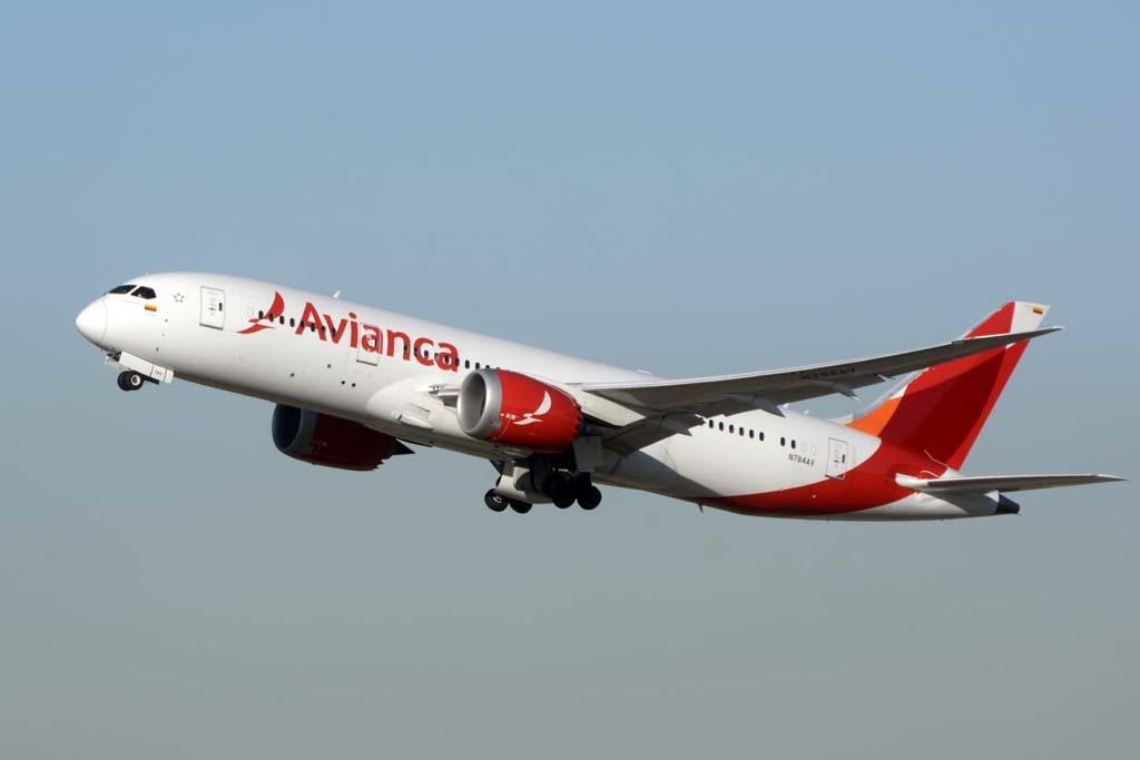 Noticias de aerolíneas. Noticias de compañías aéreas. Avión de Avianca