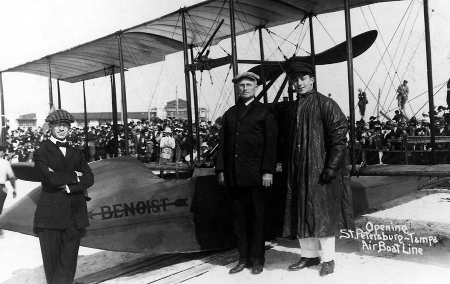 Noticias de aviones. Noticias de aviación. El modelo de avión Benoist XIV en su vuelo inaugural.