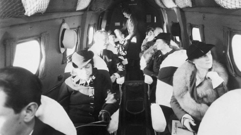 Noticias de aviones. Noticias de aerolíneas. Cabina de un avión en los años 30