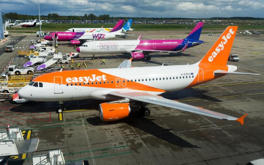 Noticias de aerolíneas. Noticias de compañías aéreas. Aviones de Easyjet y Wizzair