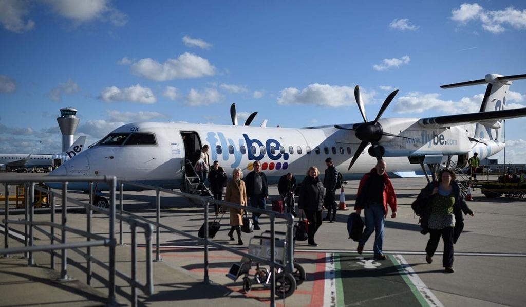 Noticias de aerolíneas. Noticias de compañías aéreas. Avión de la aerolínea inglesa Flybe