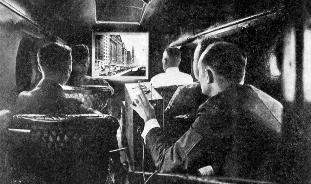 Noticias de aviación. Noticias de aviones. Primera película proyectada dentro de un avión.