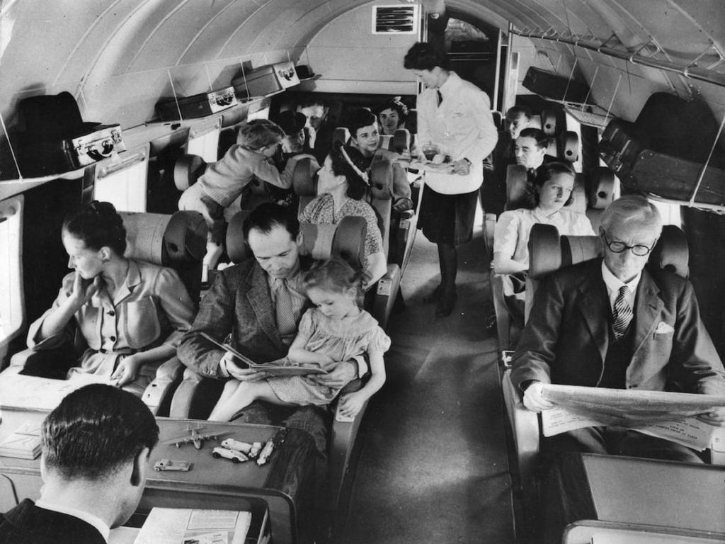 Noticias de aviación. Noticias de aviones. Volando en la cabina de un avión de los años 40