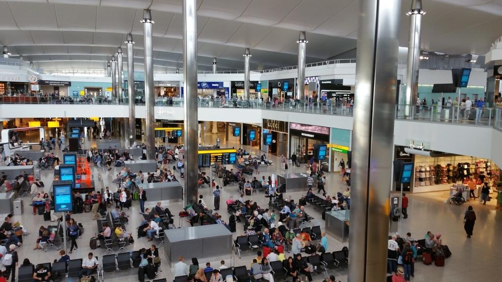 Noticias de aeropuertos. Terminal de salidas en Heathrow