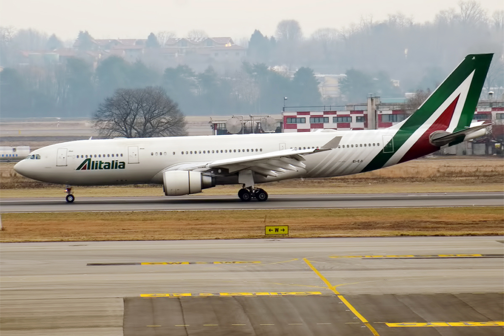 Noticias de compañías aéreas. Noticias de aerolíneas. Avión de Alitalia