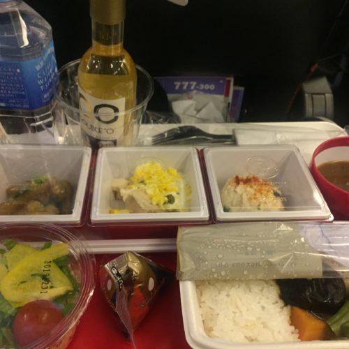 Noticias de compañías aéreas. Noticias de aerolíneas. Bandeja de comida de la aerolínea japonesa JAL