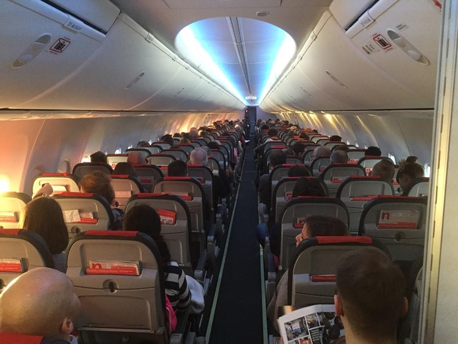 Noticias de aerolíneas. Noticias de aviones. Cabina de un avión de Norwegian